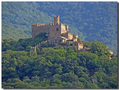 El Castillo de Requesens, en Cantallops, cerca de la Jonquera, Girona, Costa Brava