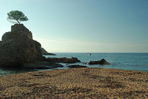 El entorno natura de la Playa de la Mar Menuda es realmente incomparable