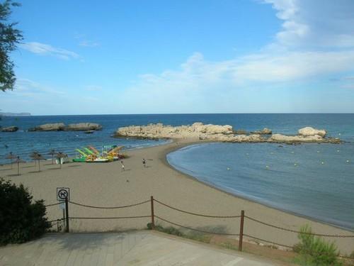 La Playa de les Muscleres es una playa muy familiar con servicios lúdicos durante el verano