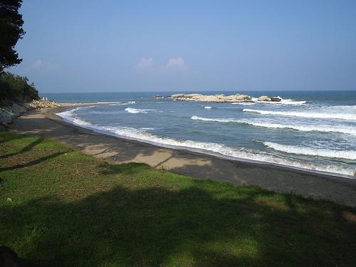 La Playa de les Muscleres se encuentran en un entorno natural, alejado de construcciones