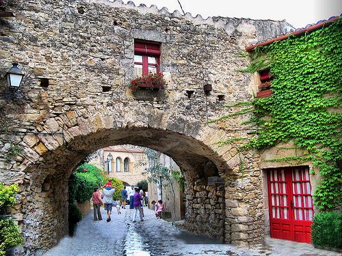 Paseando por las calles medievales de Peratallada