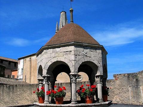 Vista exterior de la cúpula del Apodyterium de los Baños Árabes, Girona