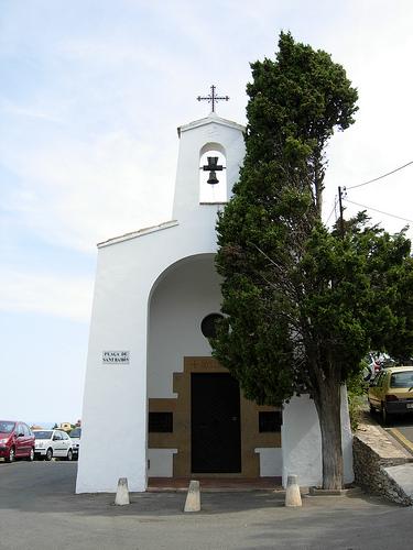 Frente al Mirador de Sant Raimon se alza la Capilla de Sant Ramon, dedicada al santo de los cautivos