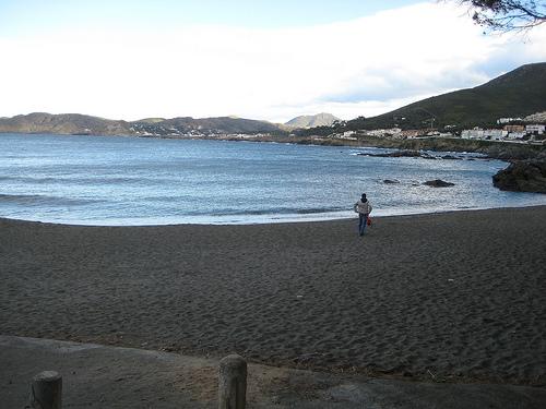 La playa de la Farella es muy tranquila y en verano no alcanza las cotas de alta ocupación