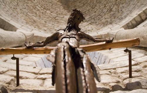Cruz sobre el altar del Monasterio de Santa Maria de Vilabertran
