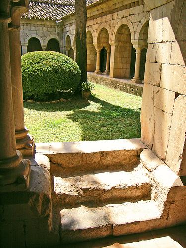 El Claustro de Santa María de Vilabertrán puede ser visitado, así como el resto de sus dependencias