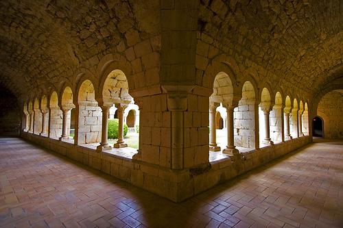 En este imagen se aprecia la belleza del claustro de Santa María de Vilabertran