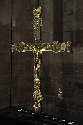Esta preciosa cruz gótica es una de las joyas más importantes que alberga el Monasterio de Santa Maria de Vilabertran, en el pueblo de Vilabertran
