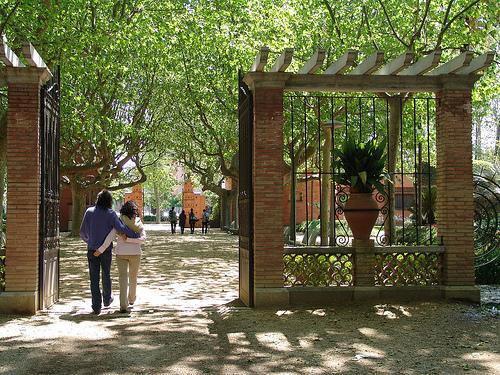 La entrada en el Parque de la Devesa es el inicio de un romántico paseo