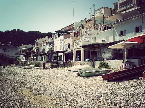 El ambiente en Cala Margarida es tradicional, además de ser una cala poco conocida por los turistas extranjeros