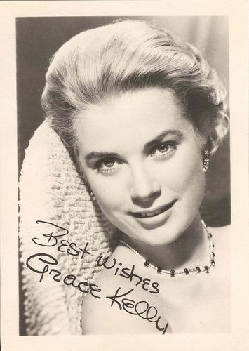 Entre el numerosísimo conjunto de fotografías originales firmadas encontramos la de la inolvidable Princesa de Mónaco, Grace Kelly