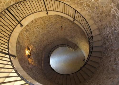 A través de estas escaleras accedemos a la cima de la torre de defensa, desde donde obtenemos una preciosa visión panomárica de Lloret de Mar