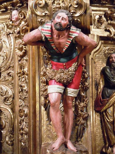 Detalle de un pescador en el retablo barroco de la iglesia de Santa María de Cadaqués