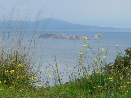 El Mirador de la Creu, en Begur, también nos ofrece unas bellas vistas de las Islas Medas