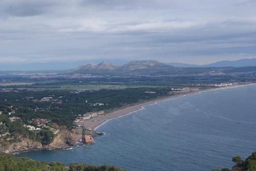 Pals y las Montañas del Montgrí son perfectamente visibles desde la cima del Puig Rodó, donde se encuentra el Mirador de la Creu