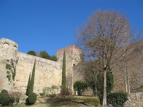 A lo largo de las Murallas de Girona encontramos varias torres de defensa, de diferentes épocas