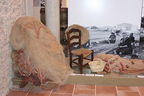 El Museo de la Anchoa, en l'Escala, presenta los diversos útiles que históricamente han utilizado los pescadores y manufactureros de la anchoa