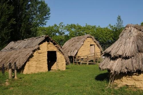 El Parque recrea perfectamente las viviendas de madera en las que habitaban los antiguos moradores de Banyoles