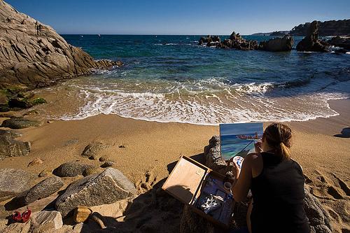 Sin lugar a dudas la Cala de la Roca del Paller, en Calonge, es una de las más pintorescas de toda la Costa Brava por lo que muchos pintores aprovechan este magnífico escenario