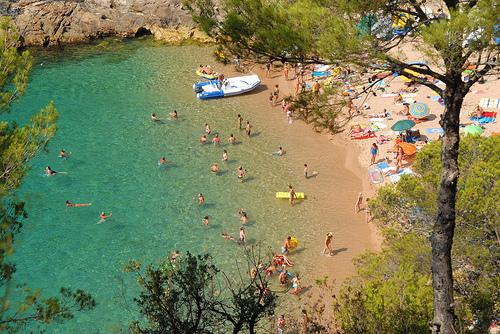 Cala Pola, en Tossa de Mar, es una cala muy familiar