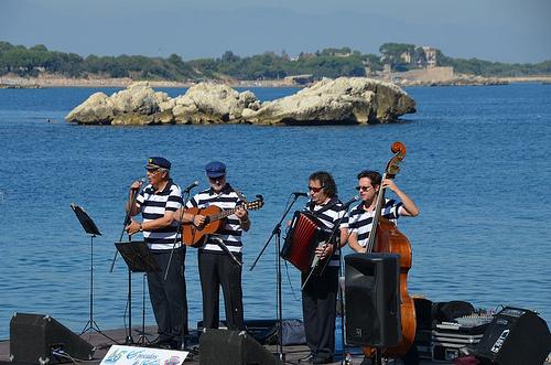 Recital de Habaneras a la orilla de la playa de l'Escala, Costa Brava