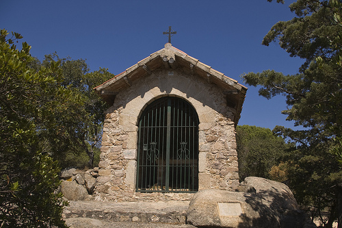La presencia de esta antigua capilla nos muestra la importancia que tiene este lugar en los lugareños de los pueblos de l'Ardenya