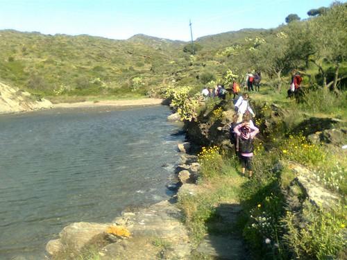 La salida a Es Jonquet desde Cadaqués se puede hacer de una manera familiar, dado que la excursión es apta para niños
