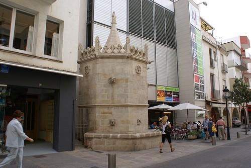 La Fuente gótica de Blanes, del siglo XV, se encuentra cerca de la Playa de Blanes e inserta en el propio tejido urbano del pueblo