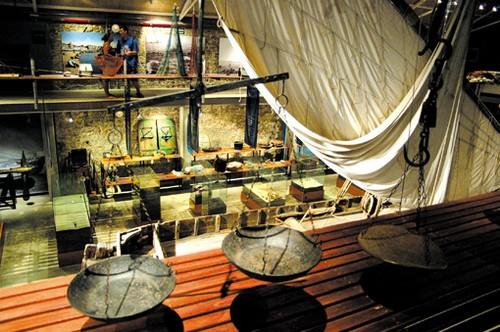 En el interior del Museo de la Pesca de Palamós encontramos un antiguo barco pesquera, perfectamente conservado y equipado