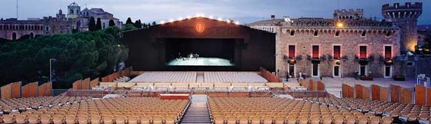 El impresionante Auditorio al aire libre es el principal escenario donde se llevan a cabo la mayoría de actuaciones del Festival Castell de Peralada