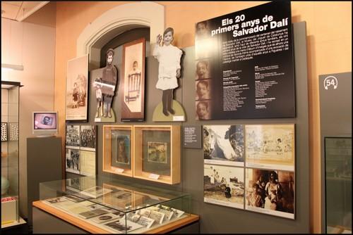 Una parte de la exposición del Museo del Juguete está dedicada a la infancia y juventud del pintor Salvador Dalí