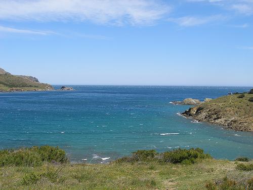 La Playa del Borró, en Colera, se encuentra orientada hacia el norte y no es una cala muy frecuentada, ni siquiera en veranos