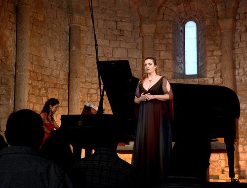 Las actuaciones de la Schubertíada de Vilabertran se llevan a cabo en el interior de la iglesia de la Canónica de Vilabertran, en un ambiente solemne e íntimo