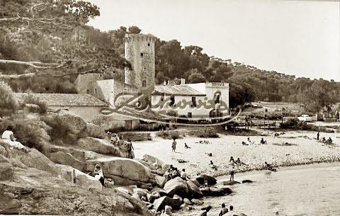 Imagen de época de la Cala del Racó de les Dones, en la parte inferior izquierda, y la Torre Valentina