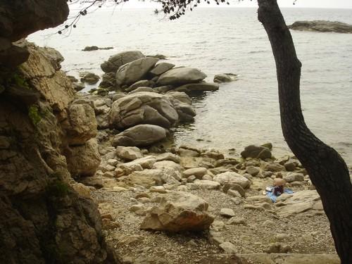 La Cala del Racó dels Homes, en Calonge, en este caso ocupada por UNA bañista