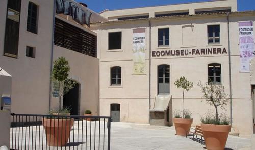 Entrada al Ecomuseu Farinera de Castelló d'Empúries, donde aprenderemos las técnicas industriales tradicionales de elaboración del pan