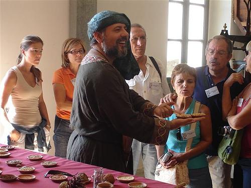Las guías teatralizadas son una de las atractivas actividades pedagógicas y de entretenimiento que se realizan en el Ecomuseu Farinera de Castelló d'Empúries durante todo el año