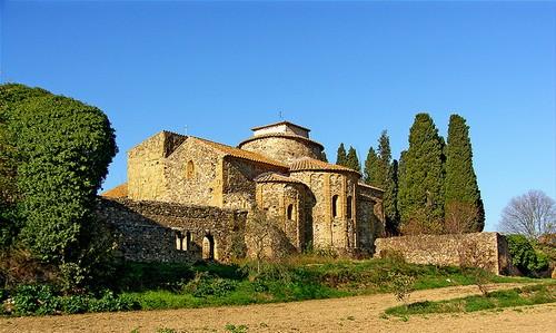 Monasterio de Sant Miquel de Cruïlles, en Sant Sadurní de l'Heura, Girona, Costa Brava