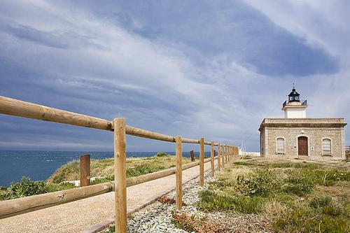 El camino de ronda que comienza en el centro del Port de la Selva y que pasa junto al Faro de s'Arenella se encuentra en un excelente estado