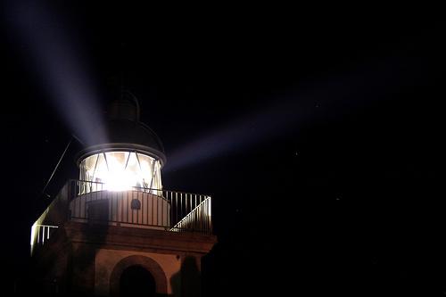 El Faro de Tossa de Mar, plenamente activo, se enciende cada noche al servicio de los pescadores de la Costa Brava