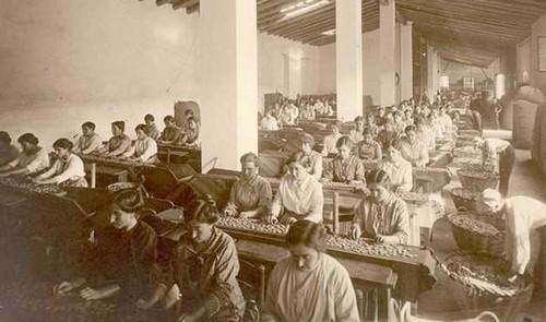 El edificio que acoge actualmente el museo, Can Mario, fue a principios del siglo XX una fábrica llena de vitalidad