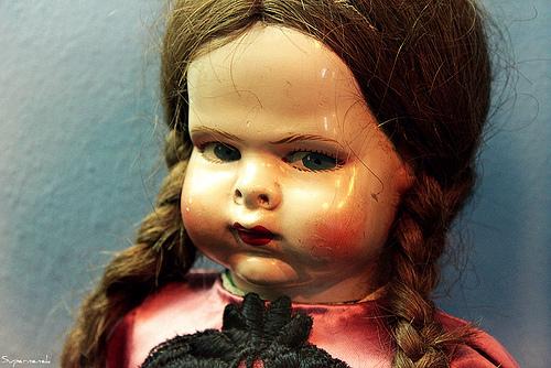 Algunas de las muñecas del Museo de la Muñeca de Castell d'Aro tienen una expresión un tanto... intrigantes, ¿verdad?