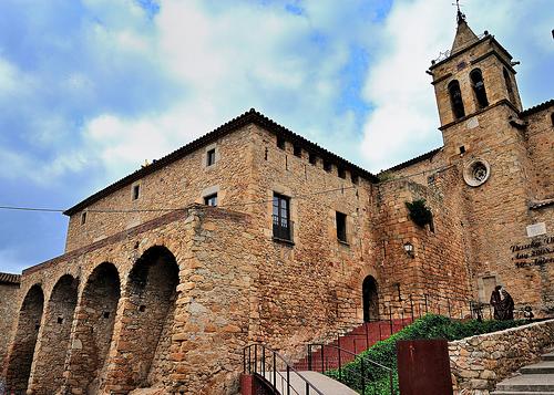 El Museo de la Muñeca de Castell d'Aro se encuentra en las dependencias del Castillo de Benedormiens
