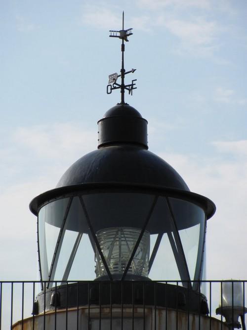 Detalle de la lámpara que corona el Faro de s'Arenella, el Port de la Selva, Girona, Costa Brava