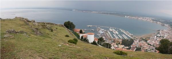 Antes de emprender el descenso no podemos evitar una última mirada panorámica a toda esta bahía, inmediata del cabo de Creus