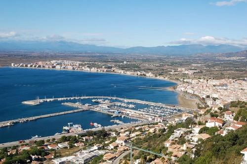 Las vistas que se obtiene de la bahía de Roses, Costa Brava, desde lo alto de la montaña del Puig Rom son espectaculares
