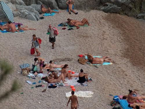 Cala des Rajols es una agradable oasis nudistas en Tossa de Mar