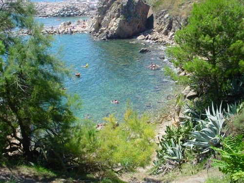 Finalmente iniciamos el descenso a la Cala dels Pots, en Palamós, sin olvidarnos de nuestras máscaras y aletas
