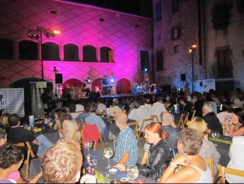 Los conciertos del Festival de Música Interludi de Calonge se llevan a cabo en el Patio de Armas del Castillo de Calonge, a la fresca