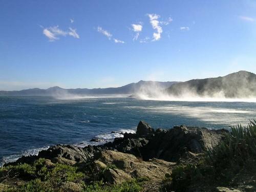 La geologia de la Cala Rovellada es realmente sorprendente y es efecto de la erosión causada por el viento de la tramuntana